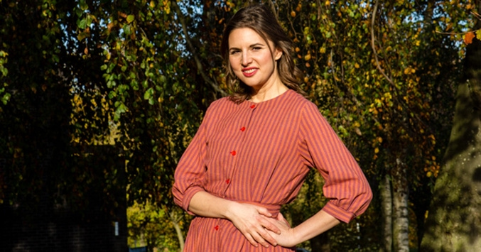 Rachel de Thample Larger 1